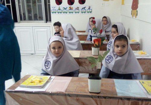 جشن شکوفه ها  ۱۸ شهریور در دوره اول دبستان دخترانه