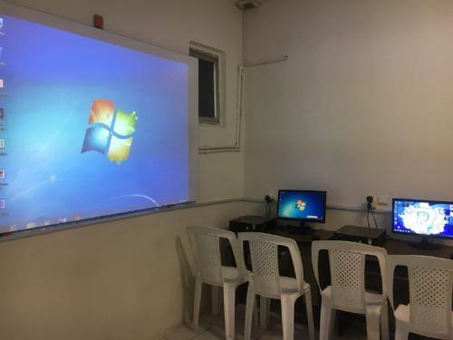 کارگاه کامپیوتر - دبستان دوره دوم (دخترانه)