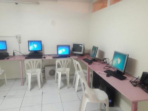 کارگاه کامپیوتر - دبستان دوره اول (دخترانه)