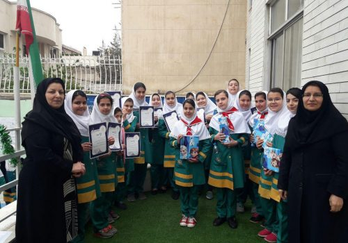مراسم اهدا لوح تقدیر به دانش آموزان شرکت کننده در مراسم المپیاد ورزشی