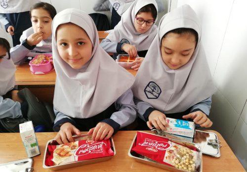 توزیع چاشت سالم در کلیه مدارس علامه