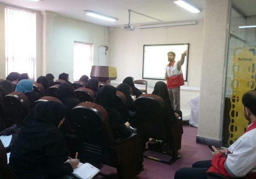 آموزش اقدامات قبل،حین و بعد از زلزله به مربیان بهداشت در هلال احمر